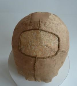 Jedna zrelikwii głów okryta XIII-wiecznym jedwabiem, Fot.J. Nowiński