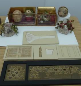 Relikwie głów idekorujące je tkaniny pokonserwacji wpracowni prof.H. Hryszko